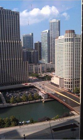 Hyatt Regency Chicago: View over river