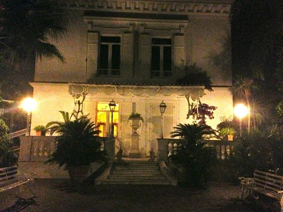 Relais Villa Savarese : Evening at the villa