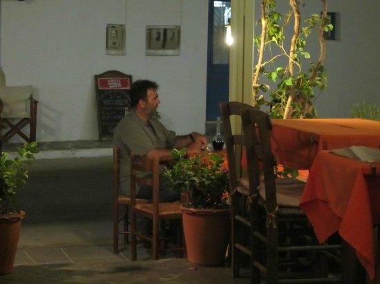 Camaron Restaurant: Patron takes a well earned break