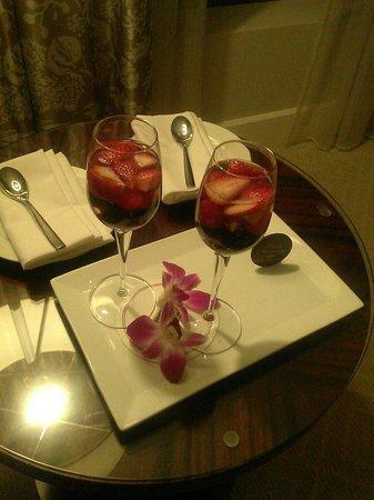 Mandarin Oriental, Atlanta : Champagne & Strawberries
