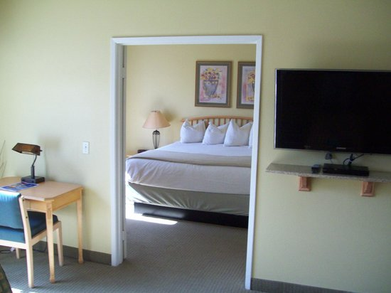 Cimarron Golf Resort: Master Bedroom From Living Room