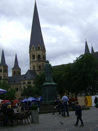 Bonner Münster: Catedral de Bonn, Alemania.