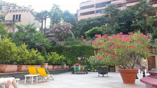 Hotel International au Lac: Ruheoase mir Pool