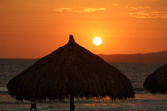 Nuevo Vallarta Beach: Sunset on the beach