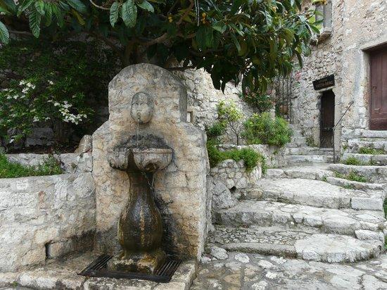 wunderschönes Dorf Eze - Bild von Le Jardin exotique d\'Eze, Eze ...
