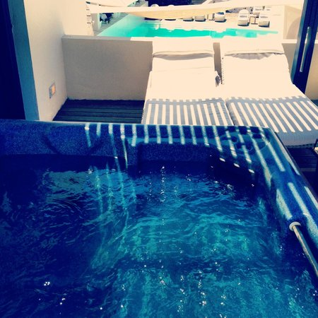 Vedema, a Luxury Collection Resort, Santorini: Private Jacuzzi