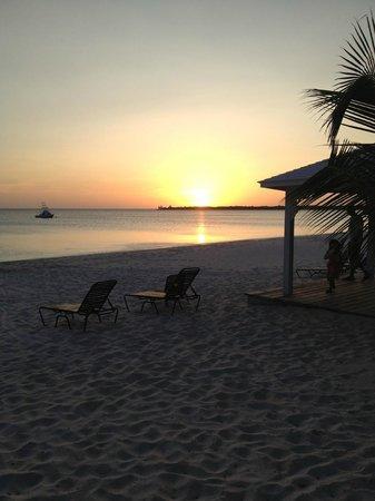 Cape Santa Maria Beach Resort & Villas: Sunset