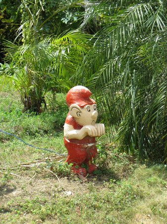 Hotel Charco Verde: What's with the gnomes?