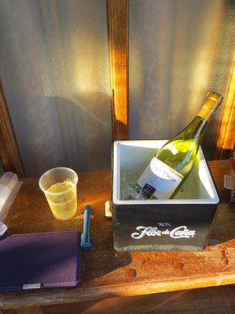 Hotel Charco Verde: Our wine on ice....