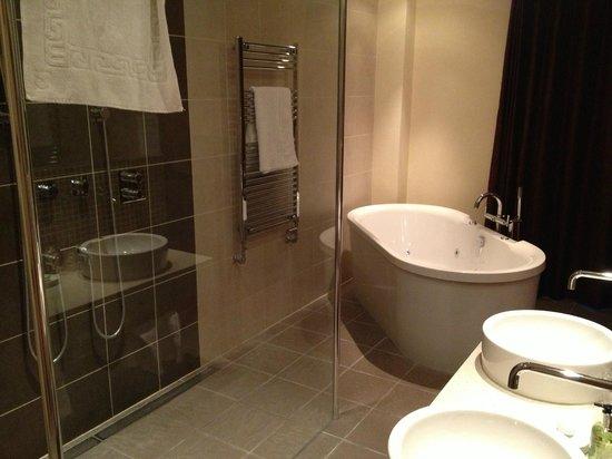 Park Farm Hotel: Bathroom