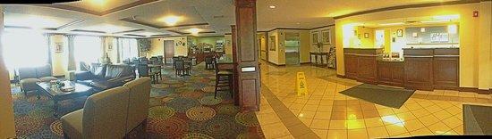 Holiday Inn Express Winston-Salem : Lobby and Front Desk