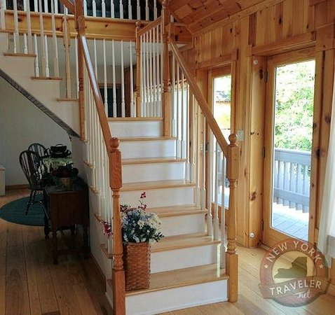 Cuomo's Cove: Stairs to Loft
