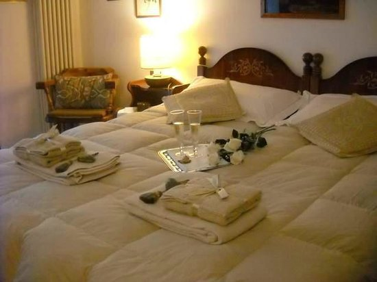 Bed and Breakfast Parco dei Gessi: Letto matrimoniale