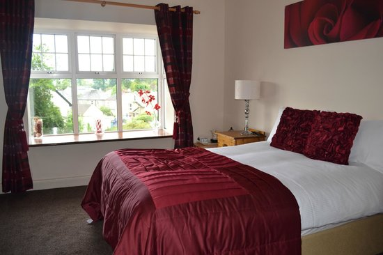 Woodlawn House Killarney : Our room...comfy, spacious, pretty