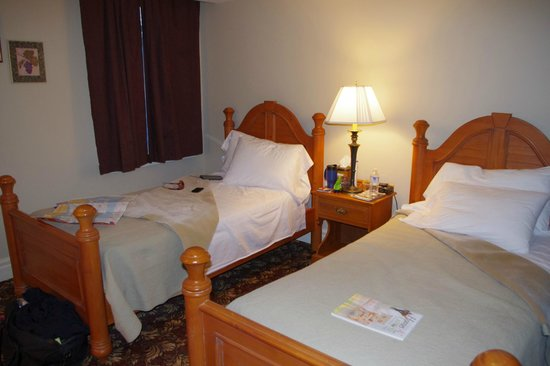 The Queen's Inn: 2 Single beds = OK for two girlfriends to sleep
