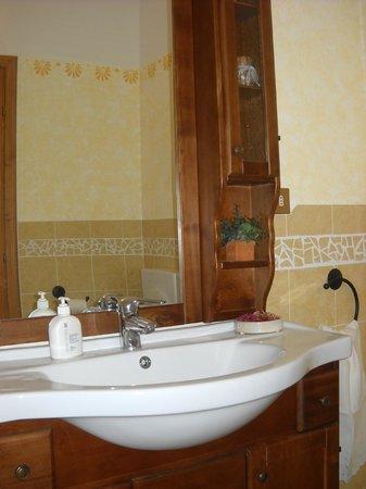Bed and Breakfast Parco dei Gessi: Bagno privato completo di cabina doccia