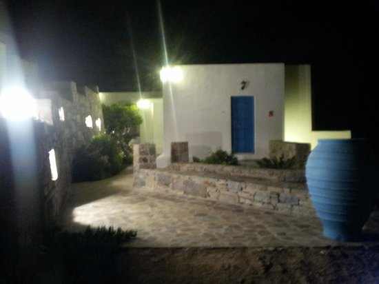 Dream View Hotel: Nocturnal view of entry