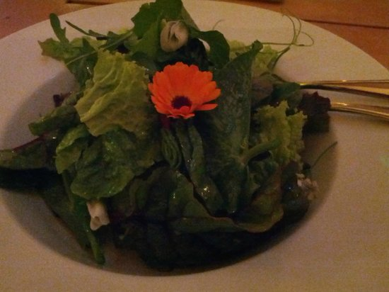 The Mill Cafe and Supper Club: Remarkably tasty salad with leaves inc pea shoots, marigold and chive flowers
