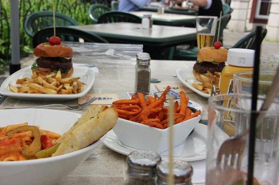 Casey's Bar & Grill: Portions très généreuses