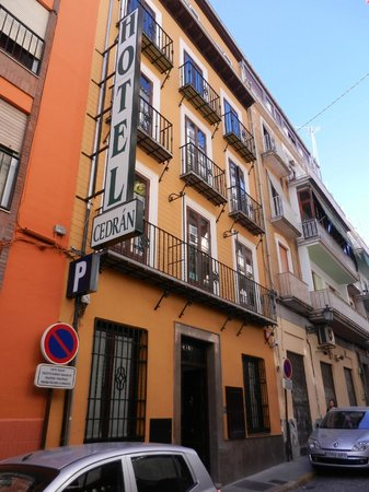Hotel Cedrán: Centrally and conveniently located budget hotel