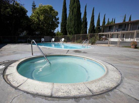 E-Z 8 Motel San Jose I: Pool and Spa
