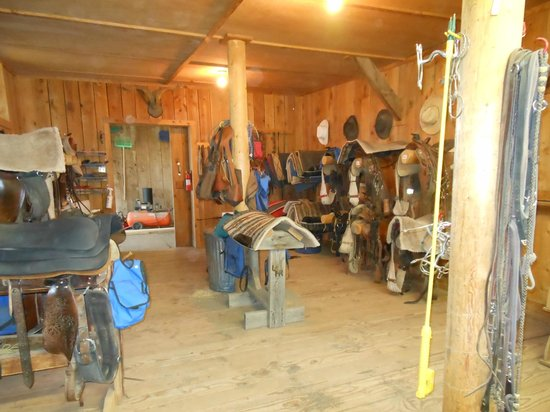 Long Hollow Guest Ranch: Tack room was awesome!
