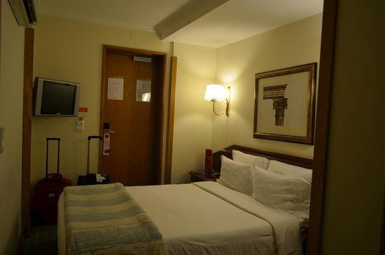 SANA Rex Hotel: Quarto pequeno mas muito confortável