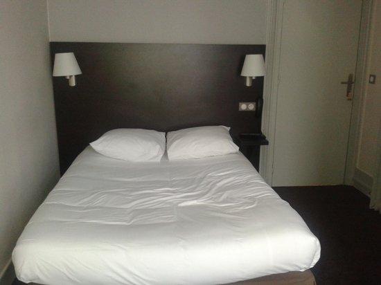 Hotel des Ecrivains: le lit