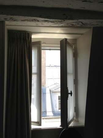 Hotel Verneuil Saint-Germain: Top floor room window