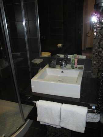 Infinity Hotel St. Peter: Bathroom