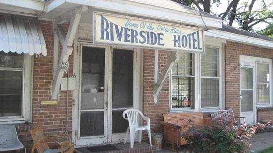 "Clark House: riverside hotel, Clarksdale is now closed after ""rat"" died in aprl 2013"