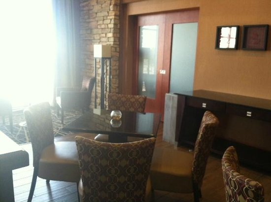 Hampton Inn & Suites Petoskey : Beautiful breakfast area