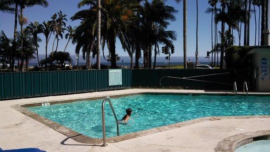Santa Barbara Inn : view from the pool
