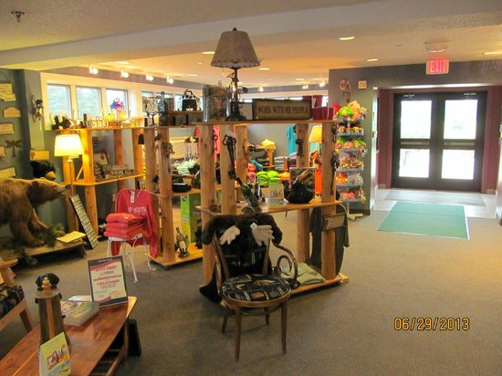 Super 8 Houghton Lake: Gift shop in the front lobby