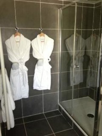 Loire Valley Retreat : Nice robes and slippers await you