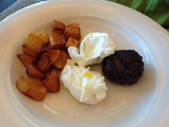 Mi Casa by Jose Andres: poached eggs