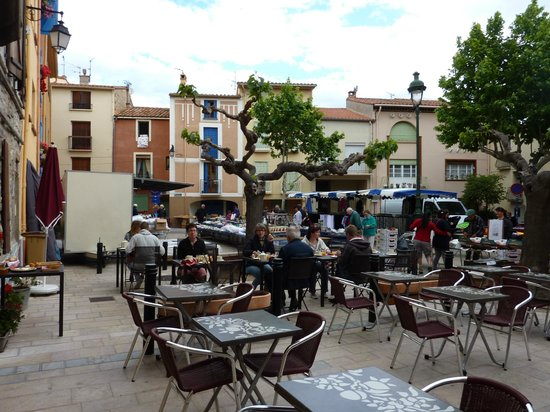 L'Hostalet: Breakfast in the square - market day