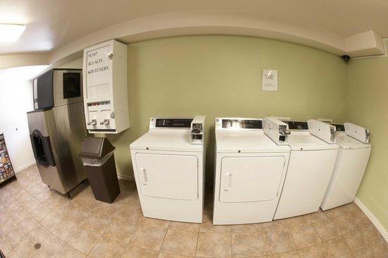 Premier Inns Tolleson : Vending Room