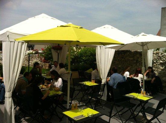 Le jardin super sympa picture of brasserie le village for Brasserie le jardin