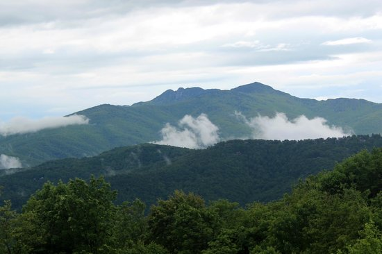 Canyons : Clouds moving along a ridge. This view is worth the trip.