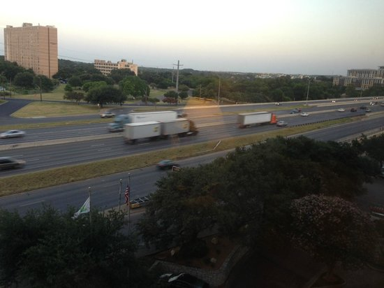 Holiday Inn Austin-Town Lake: room view of the freeway