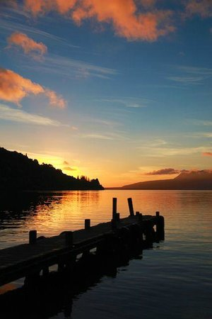 B&B @ The Redwoods: Sunrise at Lake Tarawera