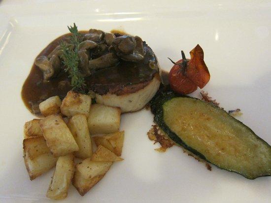 Ristorante La Bastia: Filet of beef, roasted potatoes, vegetables