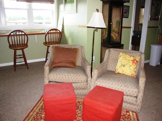 The Cottage at Ravens Roost Farm: Super comfy chairs