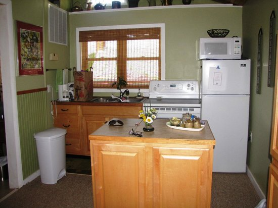 The Cottage at Ravens Roost Farm: Cottage kitchen