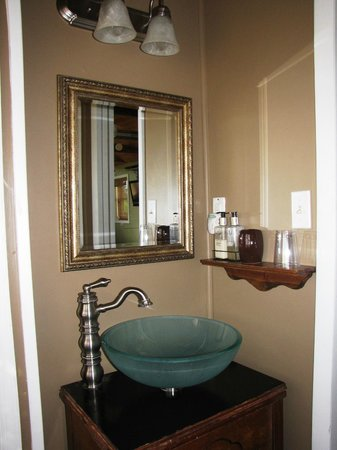 The Cottage at Ravens Roost Farm: Bathroom