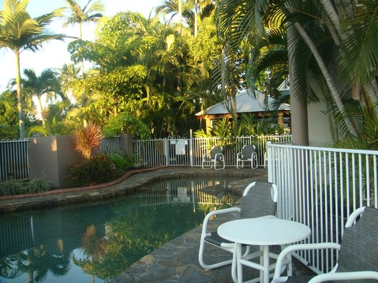 Reef Palms: pool towards the barbeque area