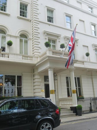 The Royal Park - A Roseate House Hotel: Front of hotel