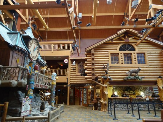 lobby picture of great wolf lodge wisconsin dells. Black Bedroom Furniture Sets. Home Design Ideas