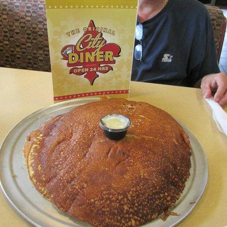 City Diner: Short stack pancakes!  YUM!